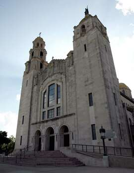 The Basilica of the National Shrine of the Little Flower. Photo: DELCIA LOPEZ, San Antonio Express-News / SAN ANTONIO EXPRESS-NEWS