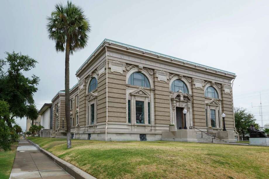 The 109-year-old Rosenberg Library, Monday, July 8, 2013, in Galveston. Photo: Michael Paulsen, Houston Chronicle / © 2013 Houston Chronicle