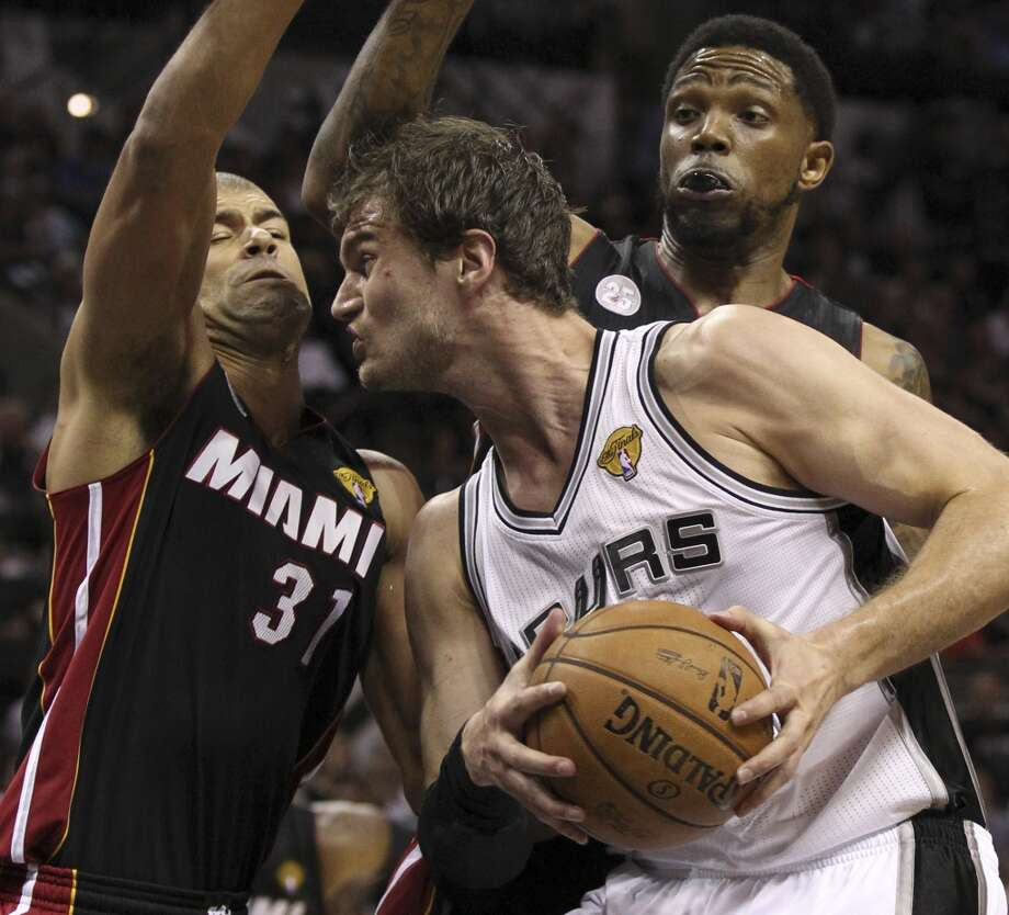 San Antonio Spurs' Tiago Splitter drives against Miami Heat's Shane Battier and Miami Heat's Udonis Haslem during the first half of Game 4 of the NBA Finals at the AT&T Center on Thursday, June 13, 2013. (Kin Man Hui/San Antonio Express-News)