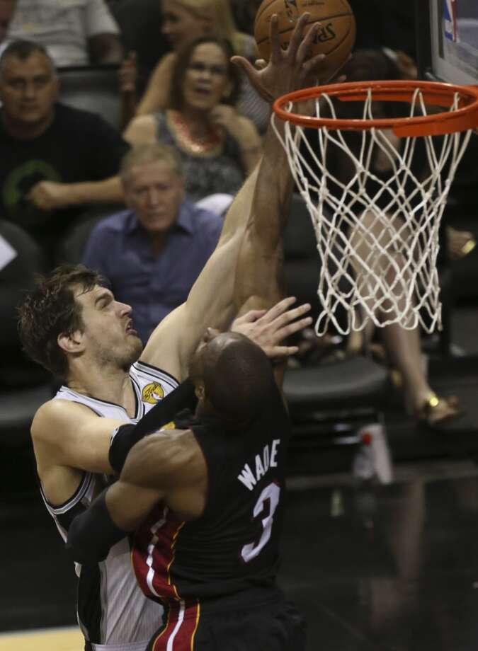 San Antonio Spurs' Tiago Splitter shoots over Miami Heat's Dwyane Wade during the first half of Game 4 of the NBA Finals at the AT&T Center on Thur., June 13, 2013. (Jerry Lara/San Antonio Express-News)