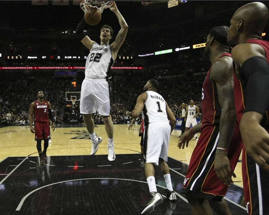 Spurs' Tiago Splitter (22) dunks against the Miami Heat during the second half of Game 3 of the NBA Finals at the AT&T Center on Tuesday, June 11, 2013. (Kin Man Hui/San Antonio Express-News)