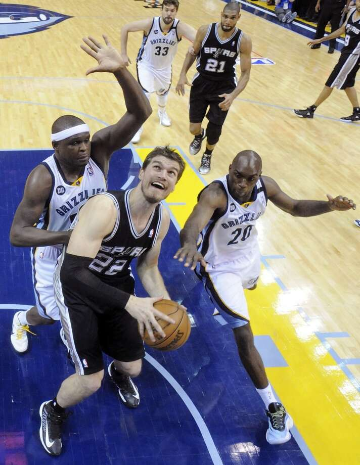San Antonio Spurs' Tiago Splitter looks for room between Memphis Grizzlies' Zach Randolph and Memphis Grizzlies' Quincy Pondexter during Game 3 of the 2013 Western Conference finals Saturday May 25, 2013 at the FedEx Forum in Memphis, Tenn. The Spurs won 104-93 in overtime.