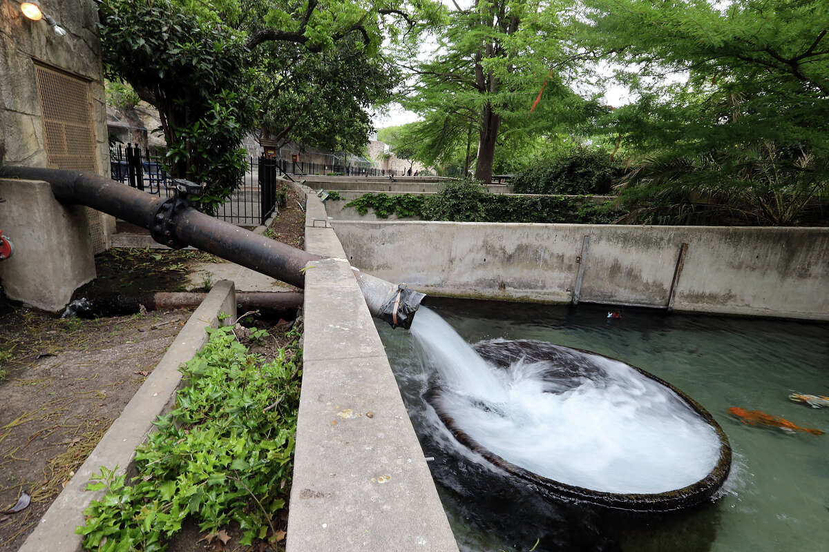 The San Antonio Zoo has made progress cleaning up the water it releases, but the big water user needs to turn its attention to conservation efforts.