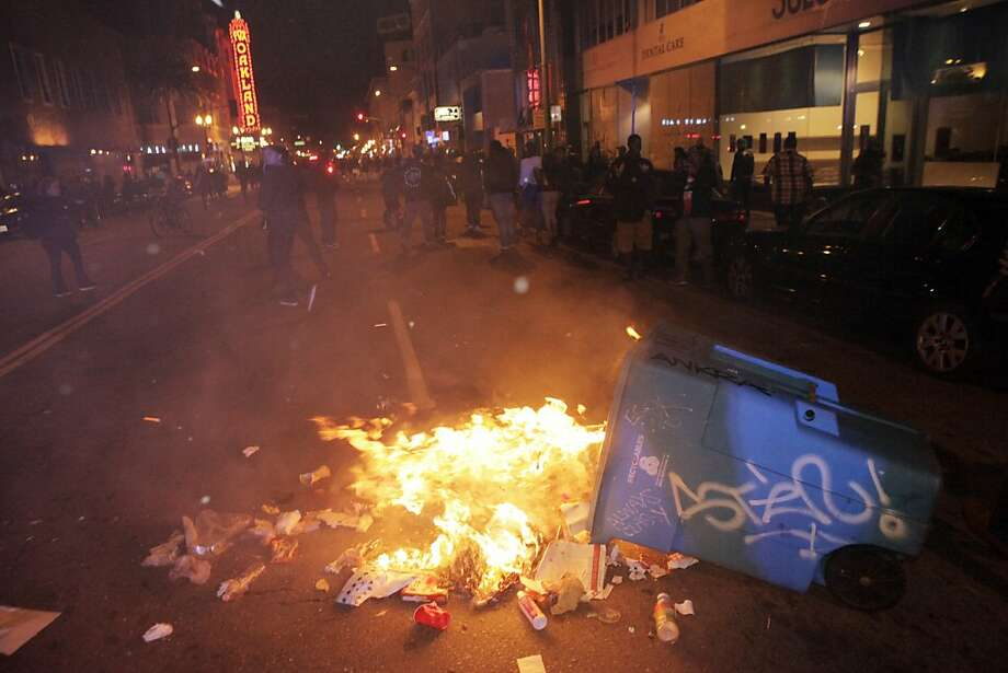 A garbage can burns on Telegraph Avenue after protesters set fires and vandalized stores in downtown Oakland. Photo: Carlos Avila Gonzalez, The Chronicle