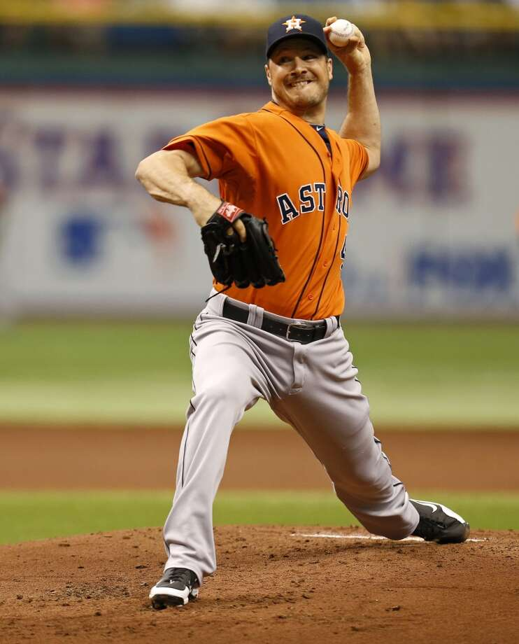 Astros pitcher Erik Bedard pitches to the Rays.