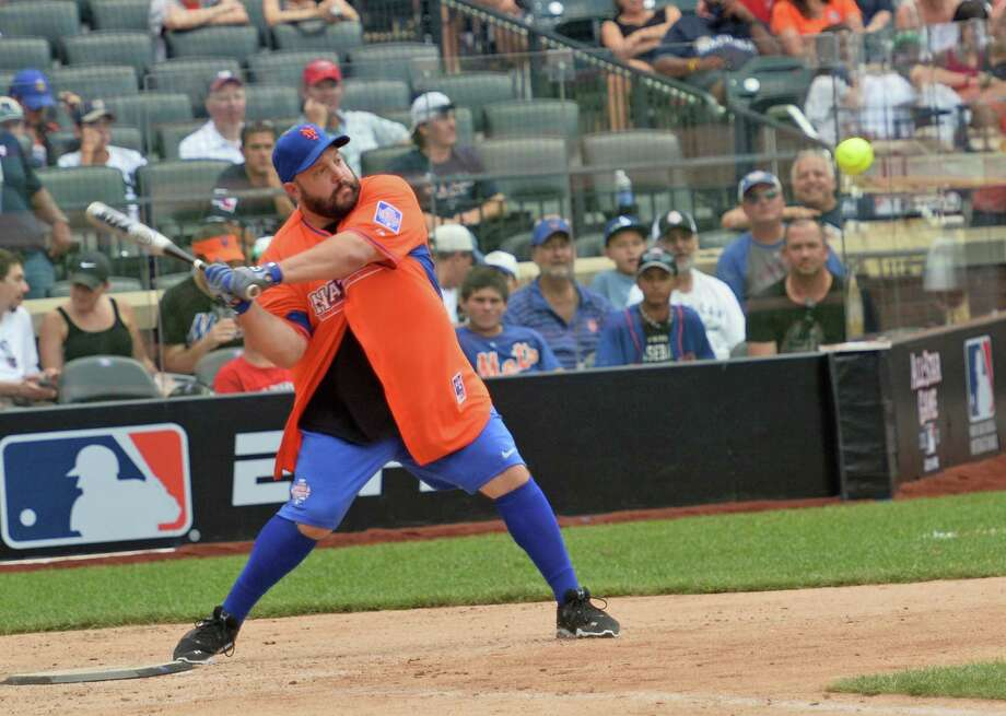 Actor/comedian Kevin James plays in the Taco Bell All-Star Legends & Celebrity Softball Game at Citi Field on July 14, 2013 in New York City. Photo: Mike Coppola, Getty Images / Getty Images