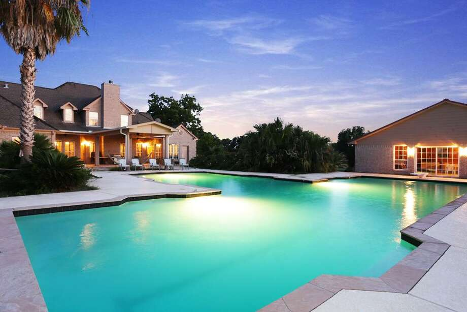 The pool house on the right has a kitchen area, separate dressing rooms with bathrooms and showers for men and women.