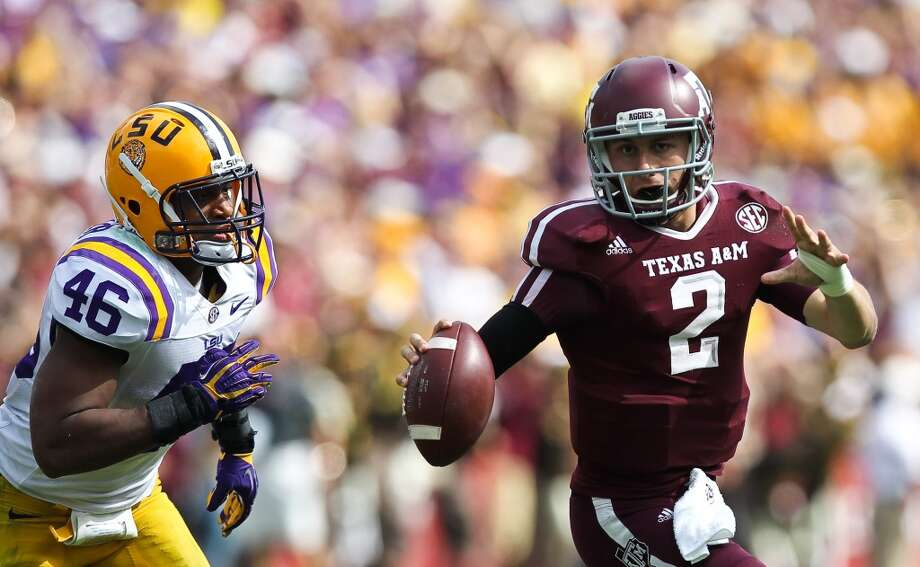 Texas A&M quarterback Johnny Manziel looks to get rid of the ball while playing LSU. Photo: Nick De La Torre, Houston Chronicle