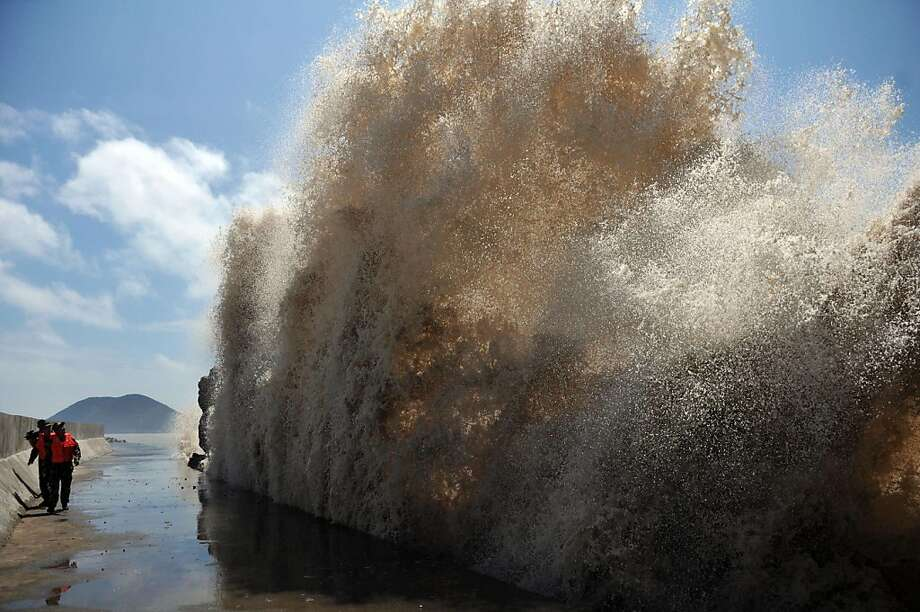 Typhoon's calling card:Huge waves slam a seawall in Wenling as eastern China braces for 