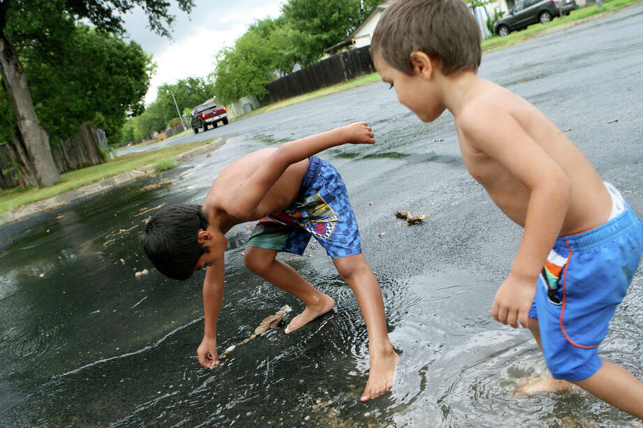 Pro: It provides a needed break. With temperatures for much of the month still hovering in the mid-90s, rain and cooler temperatures are welcomed. Plus, kids have puddles to jump in!  Photo: Cynthia Esparza, For San Antonio Express-News / For San Antonio Express-News