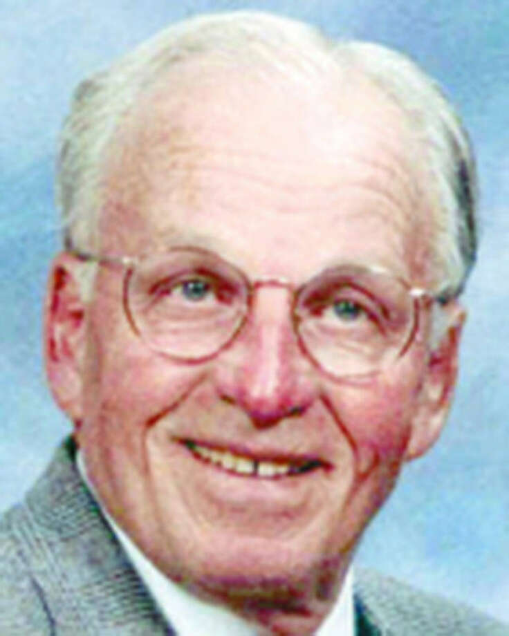 Robert D. Jones was an outdoorsman and enjoyed traveling with his wife.