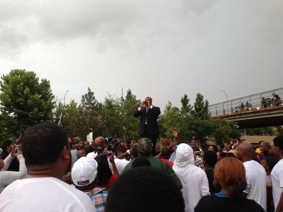 Community activist Quanell X addresses the crowd. (Mike Glenn/Chronicle)