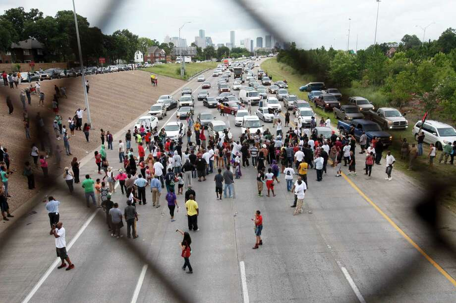 Traffic was halted for about 15 minutes. Photo: Eric Kayne / ©2013 Eric Kayne