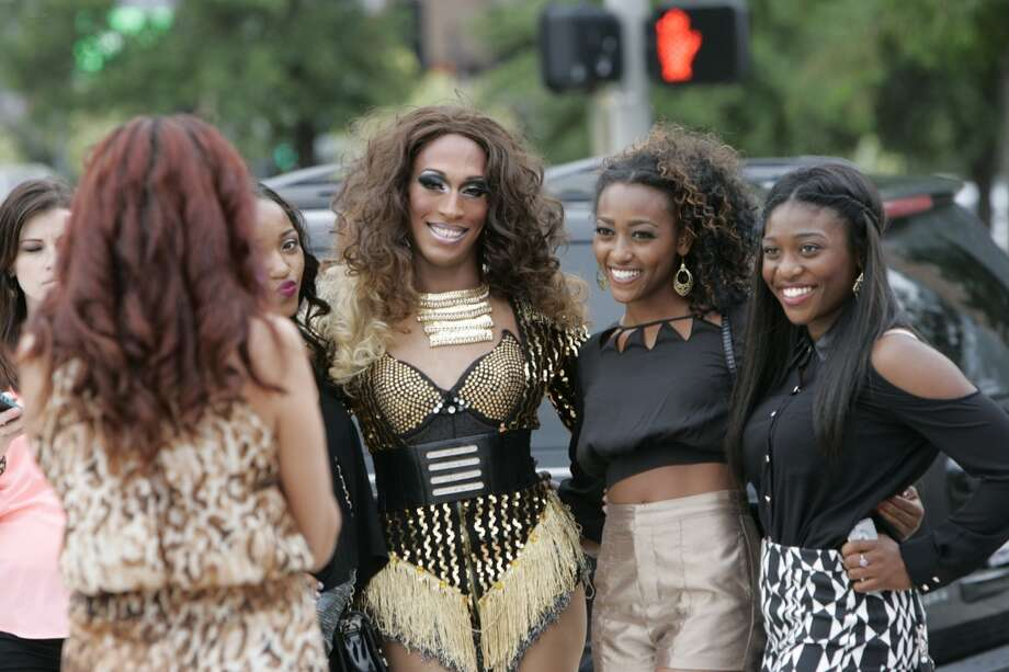 Beyoncé  impersonator Porsha Diamond Fox poses for a picture with Kayla and Kim Taylor outside Toyota Center before the concert. Photo: Michael Starghill Jr., Chronicle