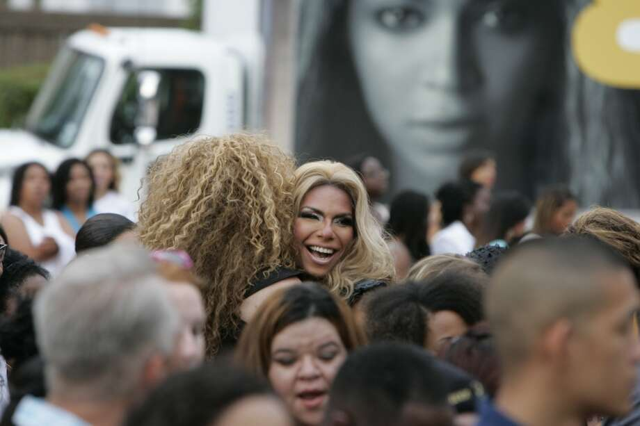 Two Beyoncé  impersonators greet each other outside Toyota Center. Photo: Michael Starghill Jr., Chronicle