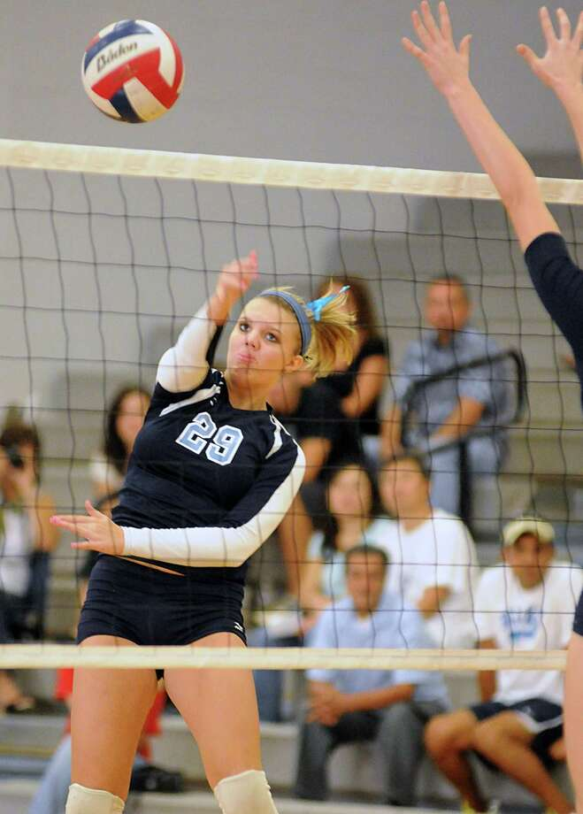 Kingwood's Baylee Barsalou spiked the ball against Klein Collins last season. Photo: David Hopper, Freelance / freelance
