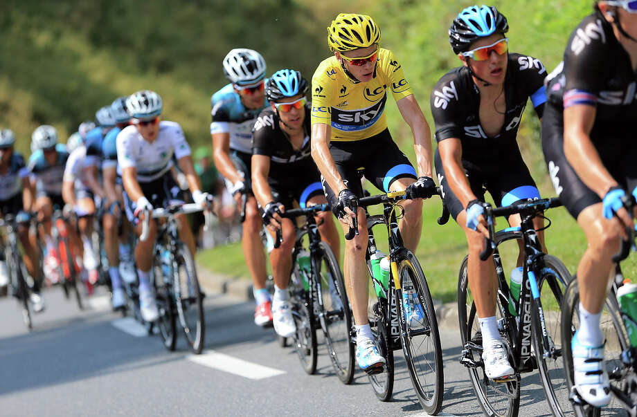Chris Froome of Great Britain and SKY Procycling (C) rides in the bunch stage fourteen of the 2013 Tour de France, a 191KM road stage from Saint-Pourcain-sur-Sioule to Lyon, on July 13, 2013 in Lyon, France. Photo: Doug Pensinger, Getty Images / 2013 Getty Images