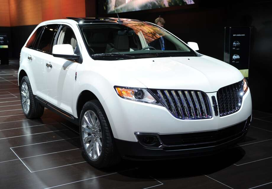 Worst: Lincoln MKX  Base price: $39,575 - $41,525  (Photo credit should read STAN HONDA/AFP/Getty Images)