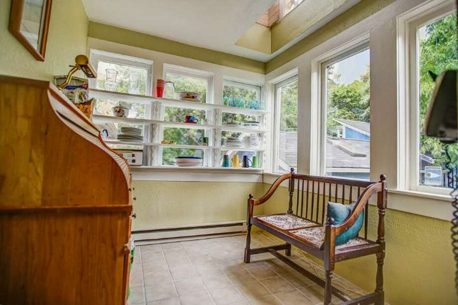 Sun room of 324 18th Ave. The 2,090-square-foot Victorian, built in 1901, has four bedrooms, two bathrooms, a formal foyer, high ceilings, a balcony, a front porch and a patio on a 5,120-square-foot lot. It's listed for $475,000. Photo: Courtesy Ben Carr, Windermere Real Estate