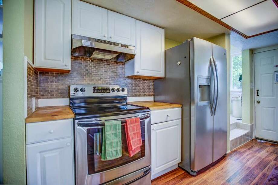 Kitchen of 324 18th Ave. The 2,090-square-foot Victorian, built in 1901, has four bedrooms, two bathrooms, a formal foyer, high ceilings, a sun room, a balcony, a front porch and a patio on a 5,120-square-foot lot. It's listed for $475,000. Photo: Courtesy Ben Carr, Windermere Real Estate