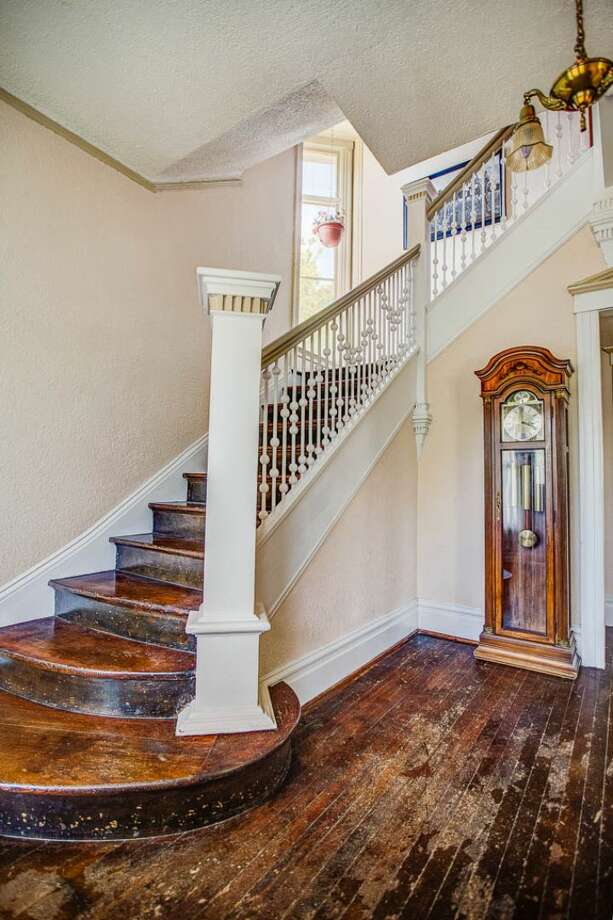 Foyer of 324 18th Ave. The 2,090-square-foot Victorian, built in 1901, has four bedrooms, two bathrooms, high ceilings, a sun room, a balcony, a front porch and a patio on a 5,120-square-foot lot. It's listed for $475,000. Photo: Courtesy Ben Carr, Windermere Real Estate