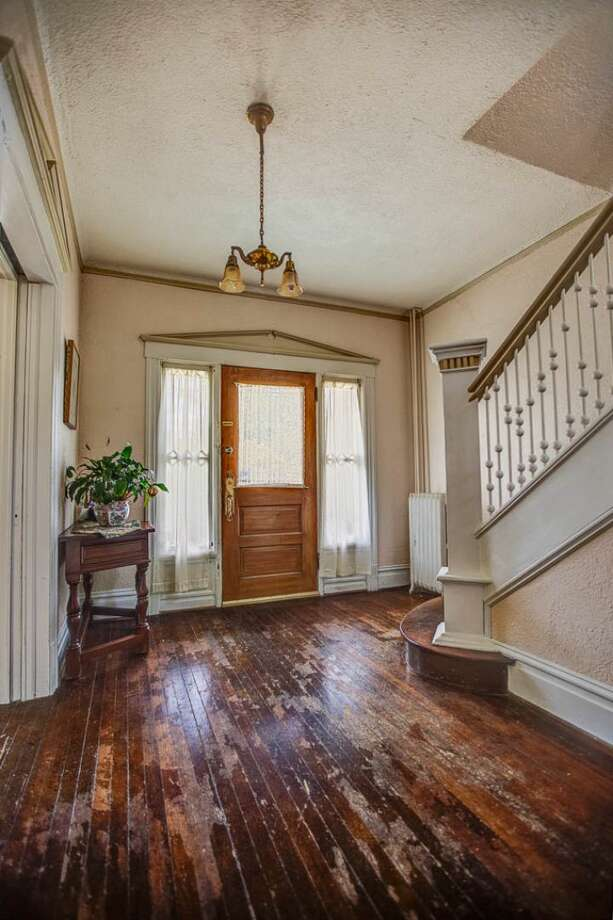 Foyer of 324 18th Ave. The 2,090-square-foot Victorian, built in 1901, has four bedrooms, two bathrooms, a formal foyer, high ceilings, a sun room, a balcony, a front porch and a patio on a 5,120-square-foot lot. It's listed for $475,000. Photo: Courtesy Ben Carr, Windermere Real Estate