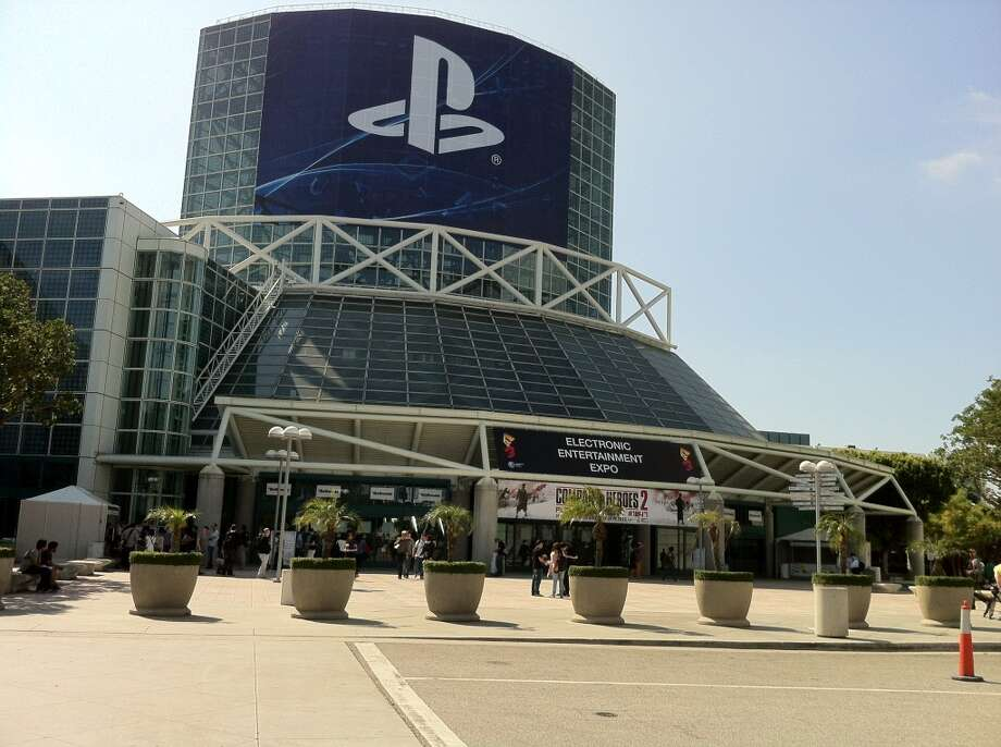 GOOD: It was my first E3 but the events surrounding it where more boss than the actual expo. The McLaren street race in front of the expo was beast too.