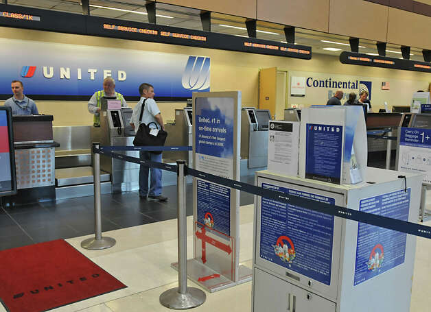 continental airlines outsourcing it to support business transformation continental airlines: outsourcing it to support business transformation prepared by neils christensen and keri pearlson as the texas sun began to set, janet wejman, the .