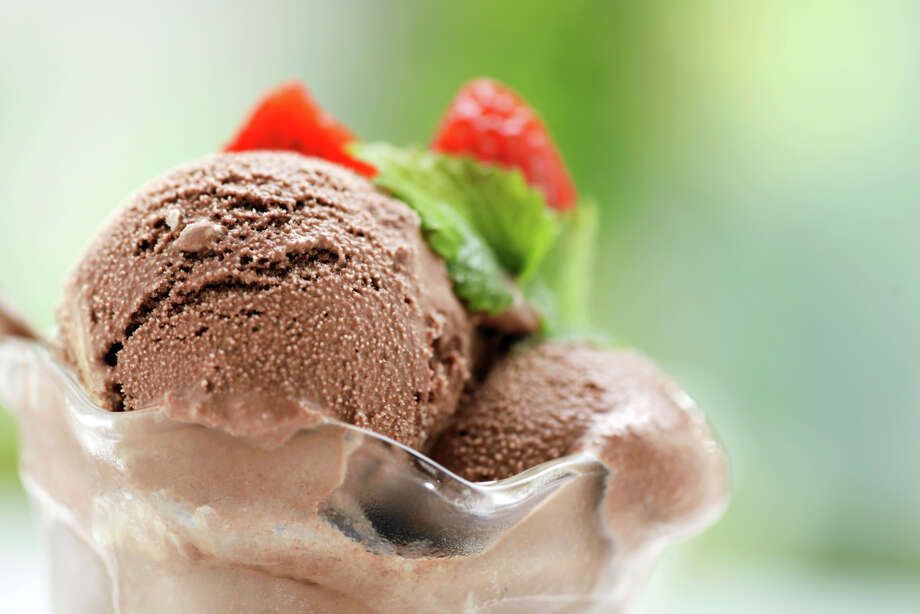 """Chocolate ice cream fansare """"dramatic, lively, charming, flirtatious and seductive."""" On the downside, chocolate fans are …  Photo: Moncherie, - / (c) Moncherie"""
