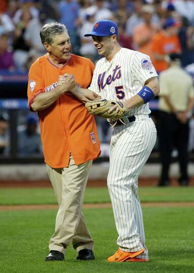 Former New York Mets pitcher Tom Seaver, left, walks out with National League's David Wright, of t