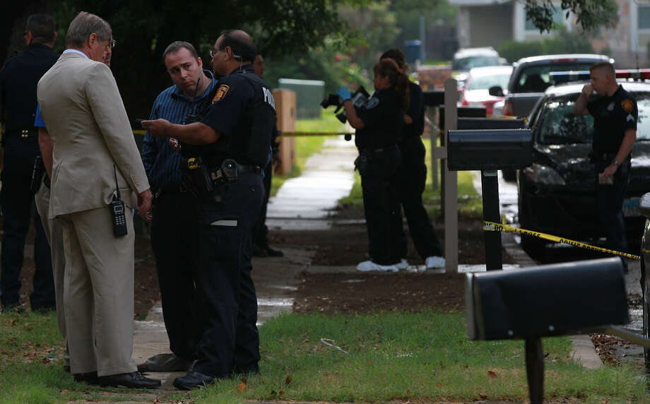 Police work at the scene of a shooting in the 5500 block of Spring Hurst Drive that left one man dead and another injured. Photo: John Davenport / San Antonio Express-News