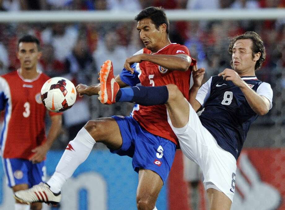United States' Mix Diskerud, right, and Costa Rica's Celso Borges compete for control of the ball during the first half of a CONCACAF Gold Cup soccer match Tuesday, July 16, 2013, in East Hartford, Conn. (AP Photo/Fred Beckham)