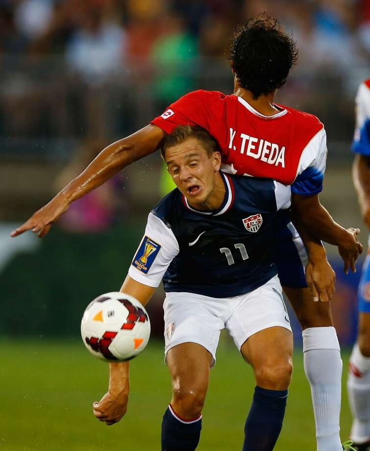 HARTFORD, CT - JULY 16: Stuart Holden #11 of the United States goes up for a header underneath Yeltsin Tejeda #17 of Costa Rica in the first half during the CONCACAF Gold Cup match at Rentschler Field on July 16, 2013 in East Hartford, Connecticut. (Photo by Jared Wickerham/Getty Images)
