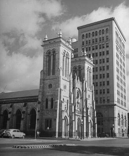 Apartments Downtown San Antonio: San Fernando Cathedral On Main Plaza On Dec. 31, 1944