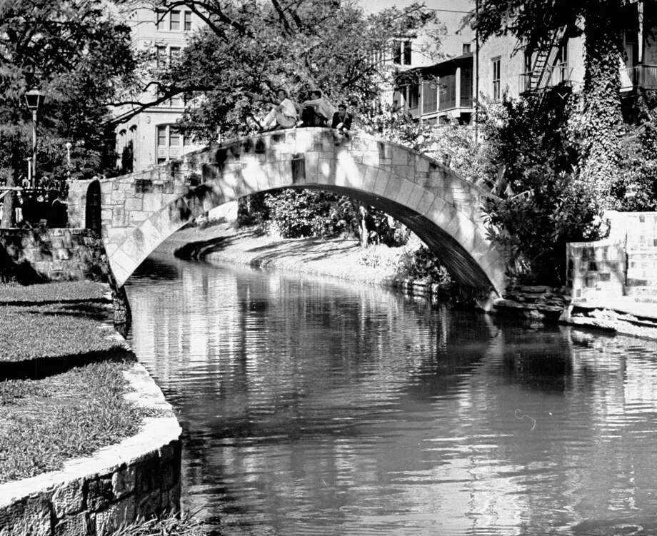 Bridge over San Antonio River on Jan. 1, 1942. Photo: Jack Wilkes, Time & Life Pictures / Getty Images / Jack Wilkes