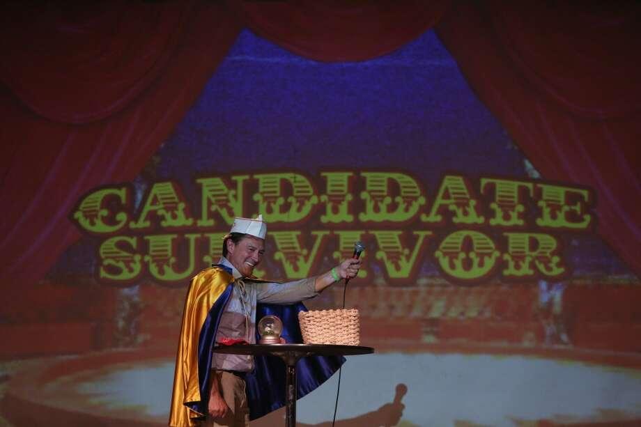 Candidate Peter Steinbrueck performs a magic trick. Photo: JOSHUA TRUJILLO, SEATTLEPI.COM
