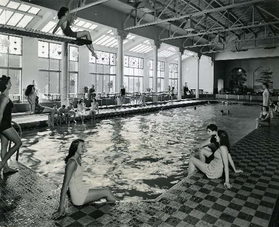 The pool at the Fairmont in the 1930s, before it became part of the Tonga Room