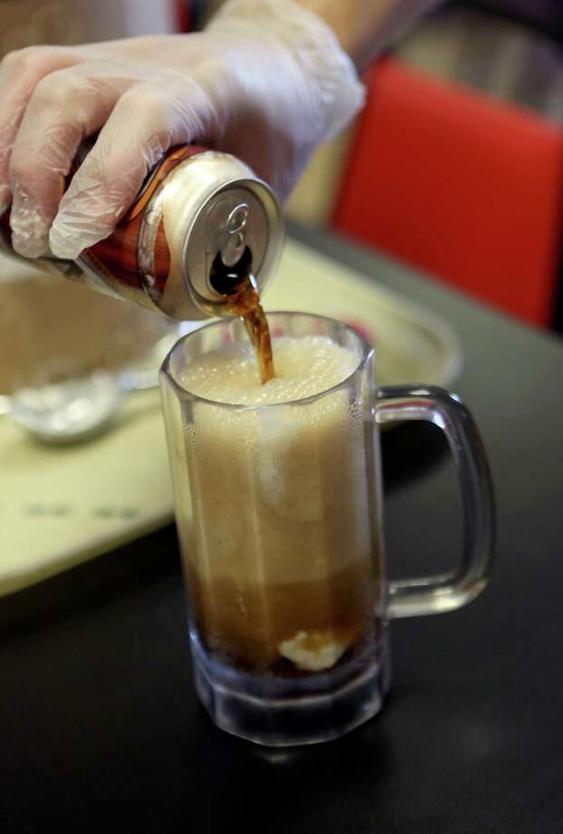 Root beer float at Oscar's Taco House. Photo: Helen L. Montoya, San Antonio Express-News / ©2013 San Antonio Express-News