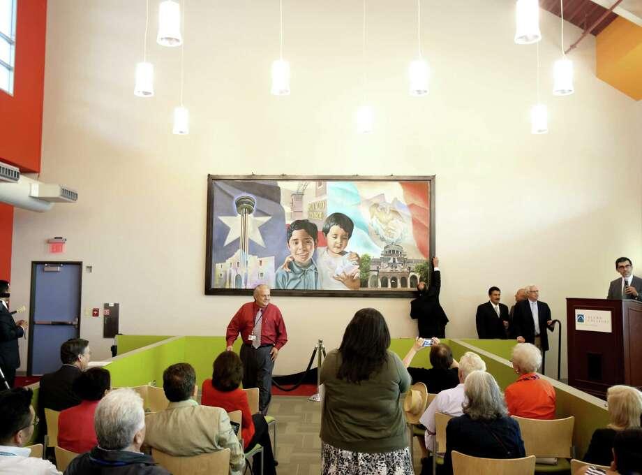 Dignatarios de San Antonio, Monterrey y Guadalajara asistieron a una presentación en Palo Alto College el 11 de julio. Photo: Helen L. Montoya / San Antonio Express-News