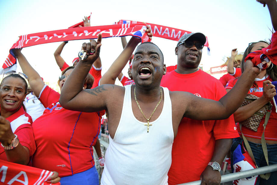 Panama fans cheer during the Mexico vs Panama 2013 CONCACAF Gold Cup Opener, July 7, 2013 at the Rose Bowl in Pasadena, California.  Panama defeated Mexico 2-1. Photo: ROBYN BECK, AFP/Getty Images / 2013 AFP
