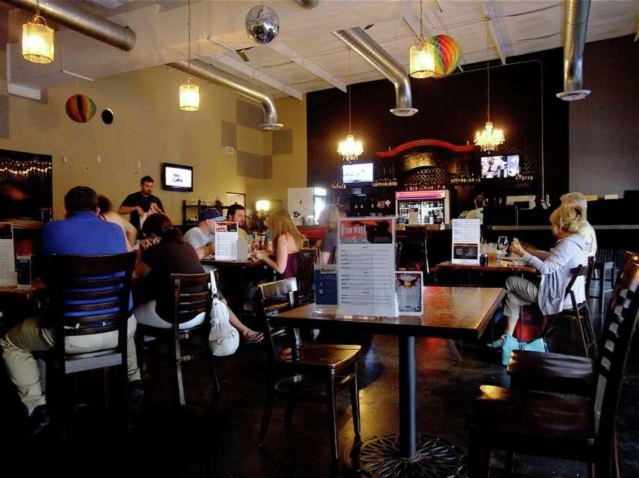Rockwell Tavern Photo: Alison Cook, Houston Chronicle / Houston Chronicle