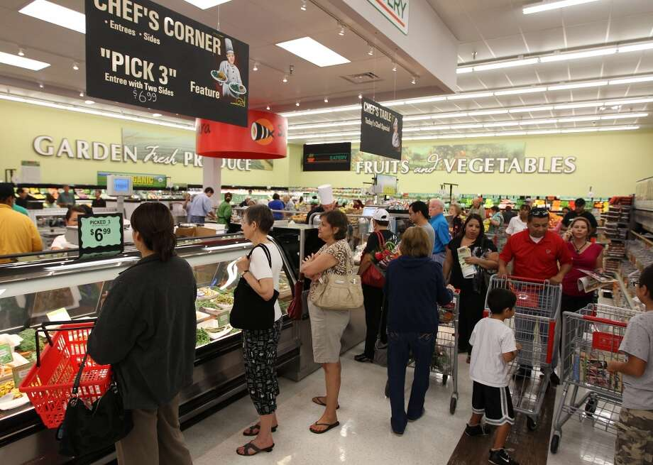 Customers line up at the Chef's Corner during the grand opening of the Fiesta Market Place at 13833 Southwest Freeway, Wednesday, July 17, 2013, in Houston.  This new Fiesta Market Place in Sugar Creek will offer a number of firsts for a Fiesta store.( Karen Warren / Houston Chronicle )