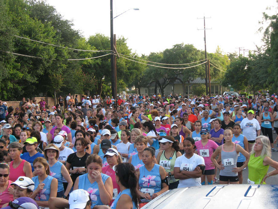 Thousands of runners are expected to compete in the 5K run/walk on Saturday. Photo: Express-News File Photo