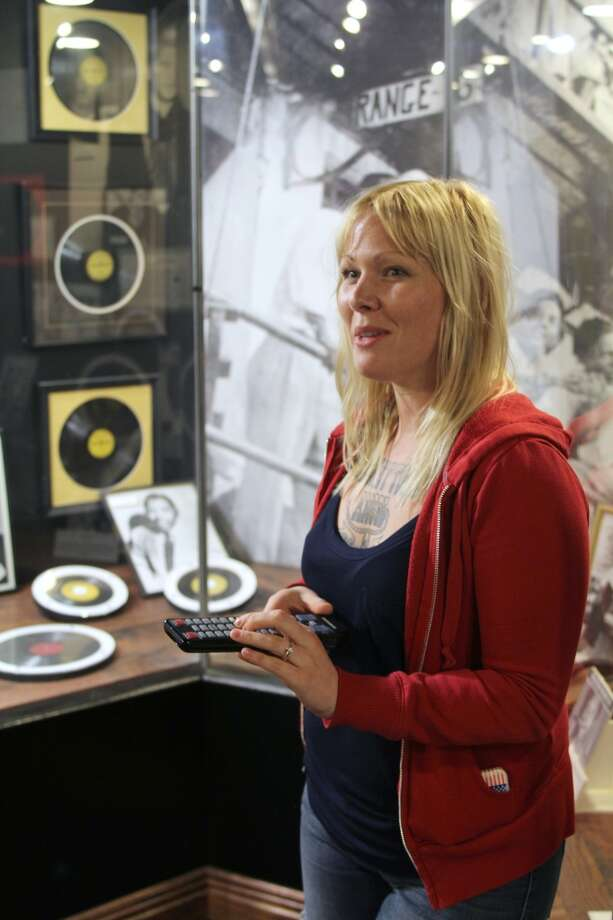 Tour guide Jayne White explains the relevance of early rock songs and the role Sun Studio played.
