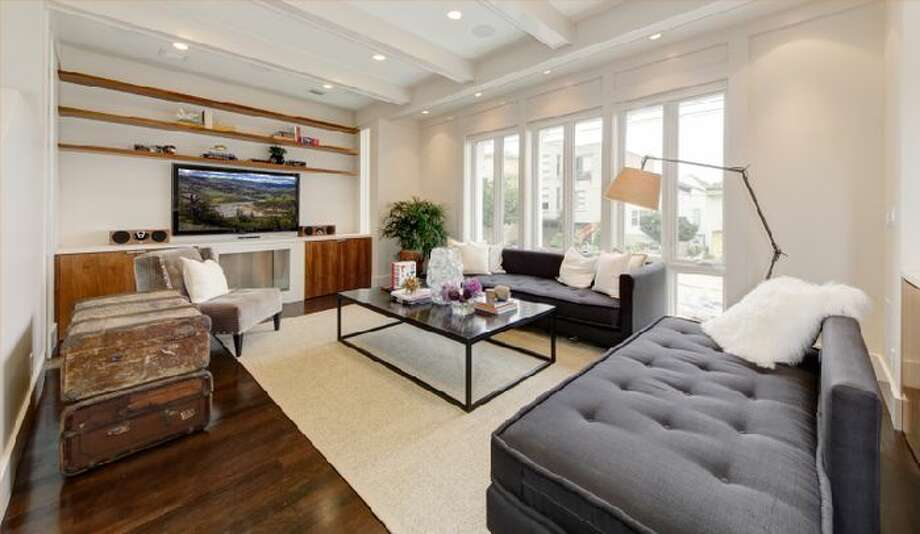 Living area, light and bright. Photo by  Dan Friedman, via Eric Turner, McGuire