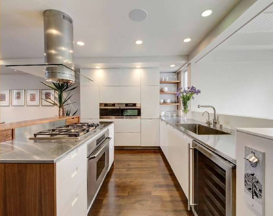 More of that kitchen. Photo by  Dan Friedman,  via Eric Turner, McGuire