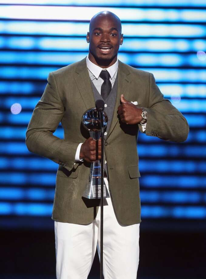 Vikings running back Adrian Peterson accepts award for Best Comeback Athlete.