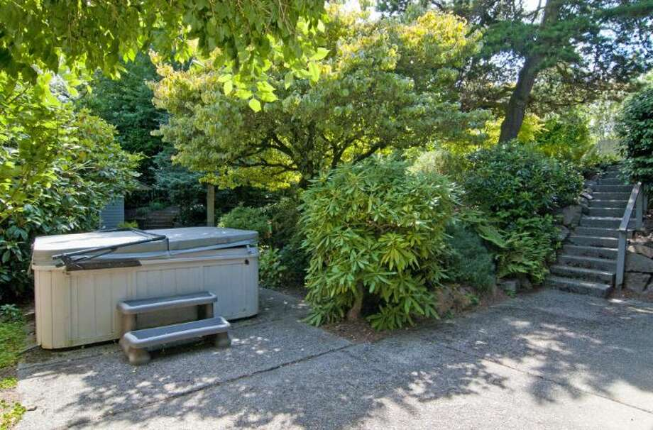 Hot tub of 1529 N.E. 90th St., in Maple Leaf. It's listed for $650,000. Photo: Courtesy Joie Gowan, Windermere Real Estate