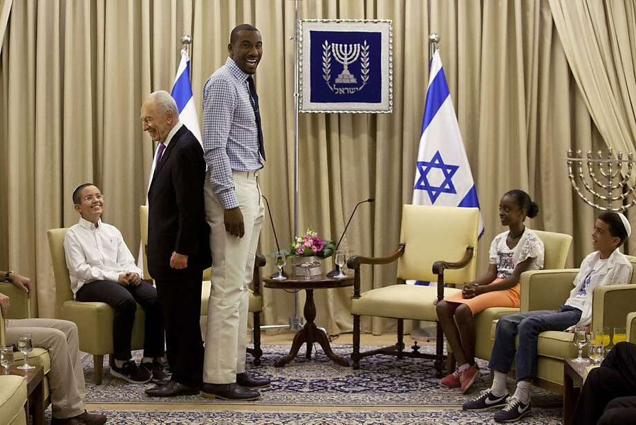 It's official - Amare Stoudemire is taller than Shimon Peres:The Knicks' forward/center visited the Israeli president at his residence in Jerusalem after Peres invited him to play for the country's national basketball team because of his ties to Judaism. Photo: Sebastian Scheiner, Associated Press