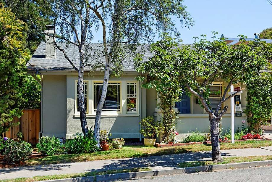 328 Glendale Ave., $695,000 Photo: Rich Anderson/Lucidpics